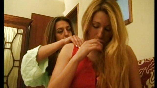 دختر مهمانی یک تصاویر سکسی سوپر فاحشه واقعی است که عصر در یک حمام عیاشی به پایان می رسد