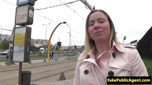 دختر نوجوان سکسی که سوپر عکس سکسی در دوربین زنده بازی می کند