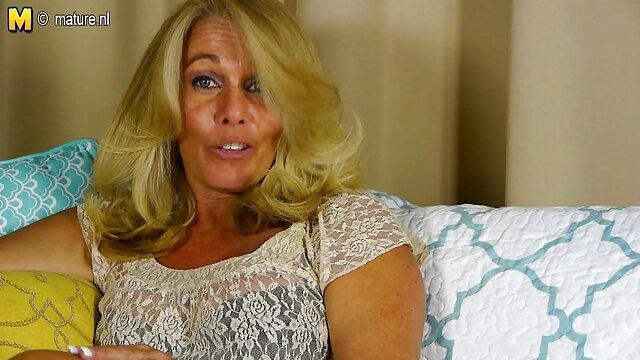 مادر رئیس الکسیس عکس سوپر و سکسی آوریل ONIL را زیر میز می خورد