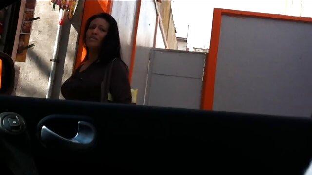 نوجوان با لب به لب حباب از سواری خوب در پورنو دیک بزرگ با چشمان خود عکس سوپر سکسی خارجی لذت می برد!