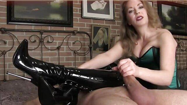 - دختر مدرسه یک اسباب بازی به معلمان دانلود عکس سوپر سکس ارائه می دهد