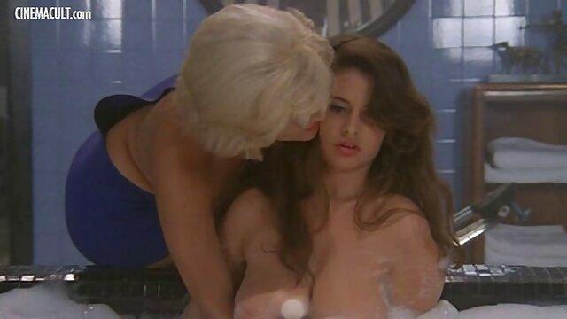 سوفی دی و فیلم وعکس سوپر سکسی الی جیمز نوجوانان چانه چنگال از یک خروس سیاه استفاده می کنند!